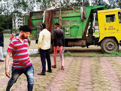 PMC caught dumping garbage on school compound in Hadapsar