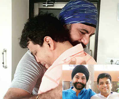 Ahmedabad: Fitness trainer Karamjeet Singh Bhatia, gives CPR to save business man's life
