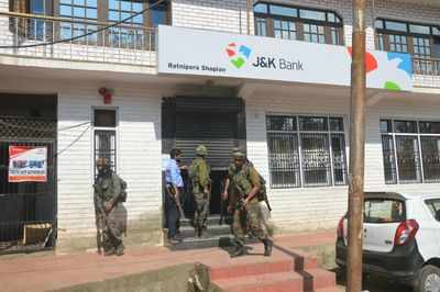 In just 24 hours, terrorists loot another bank in south Kashmir