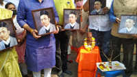 Pune: Hindu Mahasabha activists pay tribute to VD Savarkar, demand Bharat Ratna for him