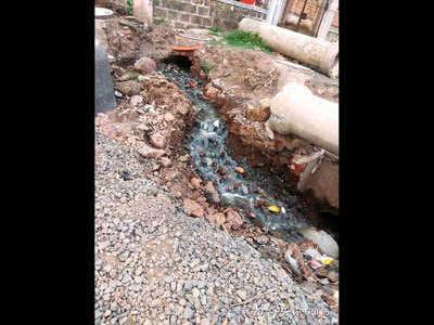 Broken drain raises stink in Chinchwad