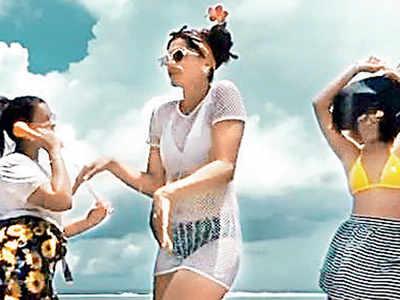 "Taapsee Pannu, Mathias Boe, Shagun and Evania Pannu's ""Biggini shoot"" in the Maldives goes viral"