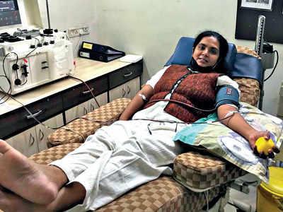 Cops heed the call, donate plasma