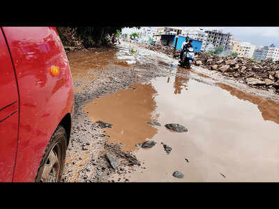 Residents in Mundhwa struggle with bad road