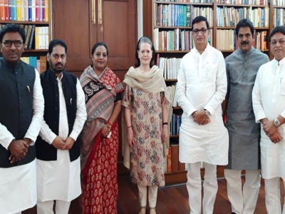 Maharashtra Congress leaders meet Sonia Gandhi in New Delhi