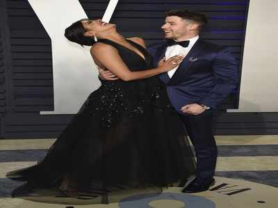 Nickyanka's playful moment at the Vanity Fair Oscars after-party