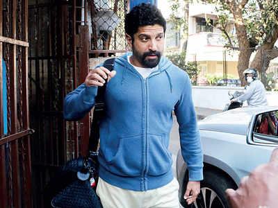 Days before nationwide lockdown, Farhan Akhtar spotted outside dubbing studio