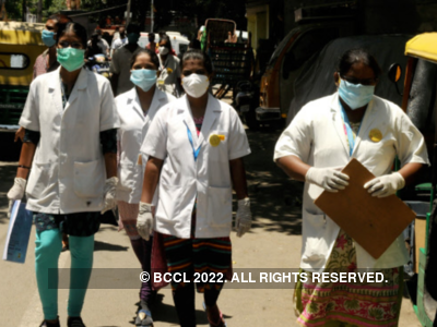 Mangaluru: Police hold honour convoy for medical fraternity fighting COVID-19