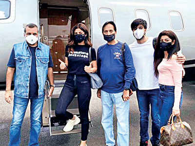 Meezaan Jafri, Paresh Rawal, Shilpa Shetty take off to Manali to resume filming Hungama sequel