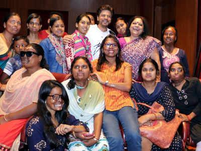 Shah Rukh Khan stands up for acid attack survivors