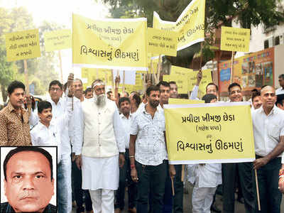 Creditors march to Kutchi papad king's house in Kandivali