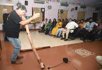 Australian didgeridoo player performs in Chennai