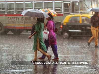 Weather forecast: Mumbai receives light rains on Saturday, roads jammed; heavy downpour predicted