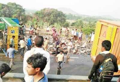 Karnataka: Free for all as alcohol truck turns turtle on Tumakuru Road