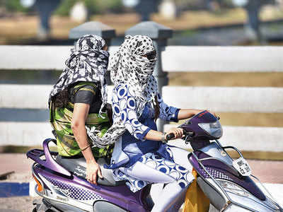 Scarves do not help in fighting city's air pollution: Experts