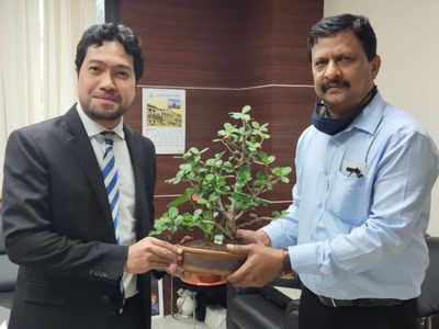 Malaysian consul-general visits BMC's garden department to study about red and white colours on Mumbai tree trunks