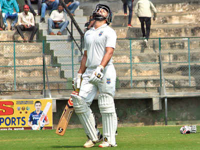 Maharashtra recovers after batting top order collapses