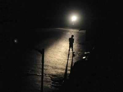 Pre-monsoon showers bring darkness in parts of Mumbai