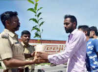 Bengaluru cop hands out saplings with message to traffic violators