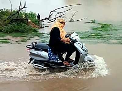 Heavy rains lash Hyderabad and Andhra Pradesh, expected to continue for another 48 hours; normal life affected