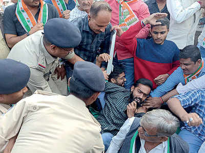 30 Cong workers detained in Vadodara