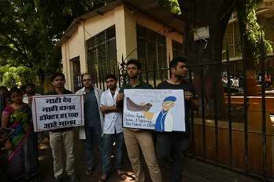 Mumbai doctors' strike: Resume work immediately or face action, says Bombay HC