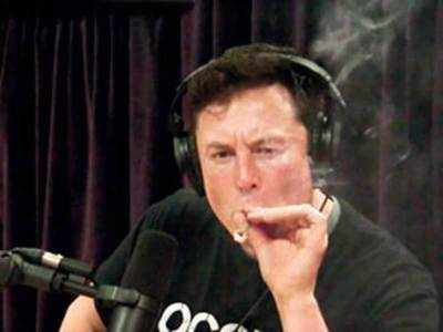 Musk smokes weed on podcast