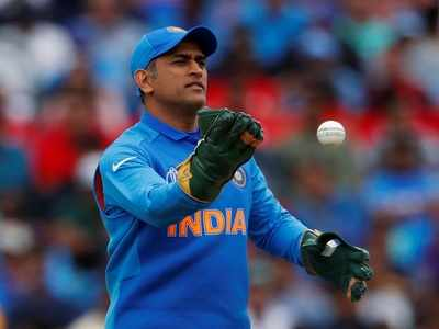 Childhood coach feels MS Dhoni can continue till T20 World Cup