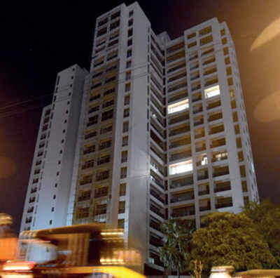 Court asks builder to pay Rs 1 lakh a day for delayed Kandivali project