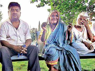 Help pours in for auto driver and his family who almost abandoned his parents a week ago