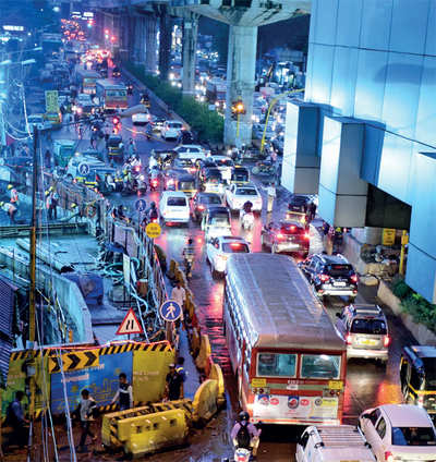 Mumbai: Traffic jam at Marol Naka kills man