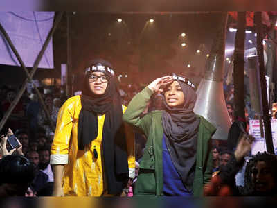 2 Jamia girls energise protests in Mumbra at midnight with slogans
