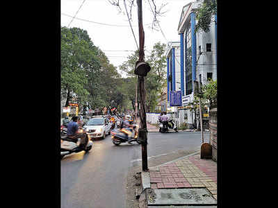 Citizens want repair of Apte Rd signal blinker
