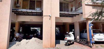 Yerawada resident turns violent over illegal work on flat
