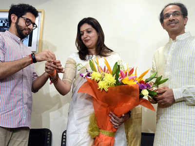 A familiar face of Congress switches to the Sena camp