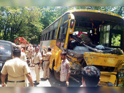 7 of two families dead as car rams into bus on Mumbai-Goa highway