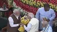 Modi seeks blessings from LK Advani, Murli Manohar Joshi