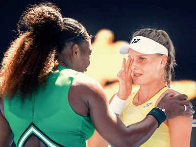 Serena Williams consoles Dayana Yastremska after defeating her in third round