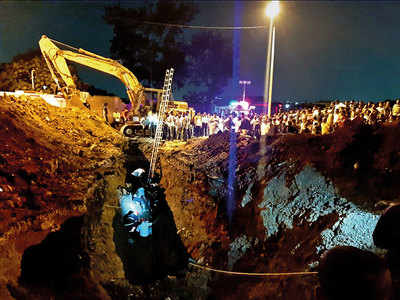 Six trapped while rescuing teen from trench in Dapodi