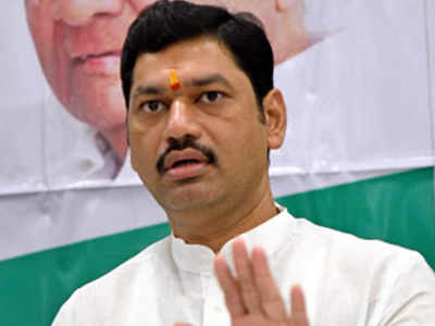 Singer accuses Dhananjay Munde of rape; minister calls it blackmail, says 'Was in relationship with her sister'