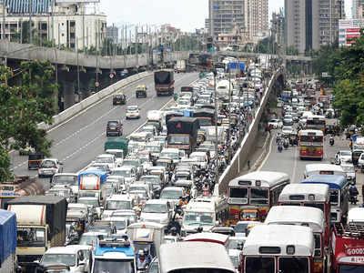 Police's 2-km rule tests chaos theory; Mumbaikars caught in traffic jams