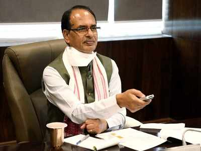 Shivraj Singh Chouhan meets Jyotiraditya Scindia, but there's more to the story