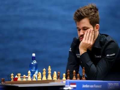 Magnus Carlsen, Ian Nepomniachtchi storm into semis