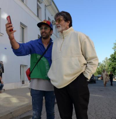 Brahmastra: Amitabh Bachchan, Ranbir Kapoor take a stroll in New York