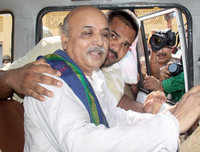 Praveen Togadia banned from entering Bengaluru