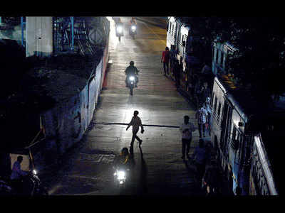 Congress Bhavan Road shrouded in the dark