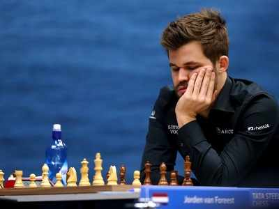 Garry Kasparov says Magnus Carlsen is 'struggling with age' as champ makes final