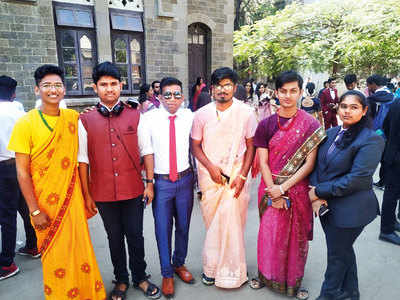 3 male TY students adorned in saris take FC campus by storm