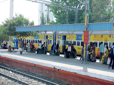 Be safe, phone snatchers on prowl in at Nayandahalli Railway Station