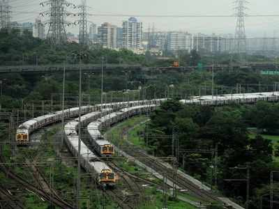 Train services suspended between Mumbai-Pune, commuters demand independent inquiry on monsoon preparatory work done by CR